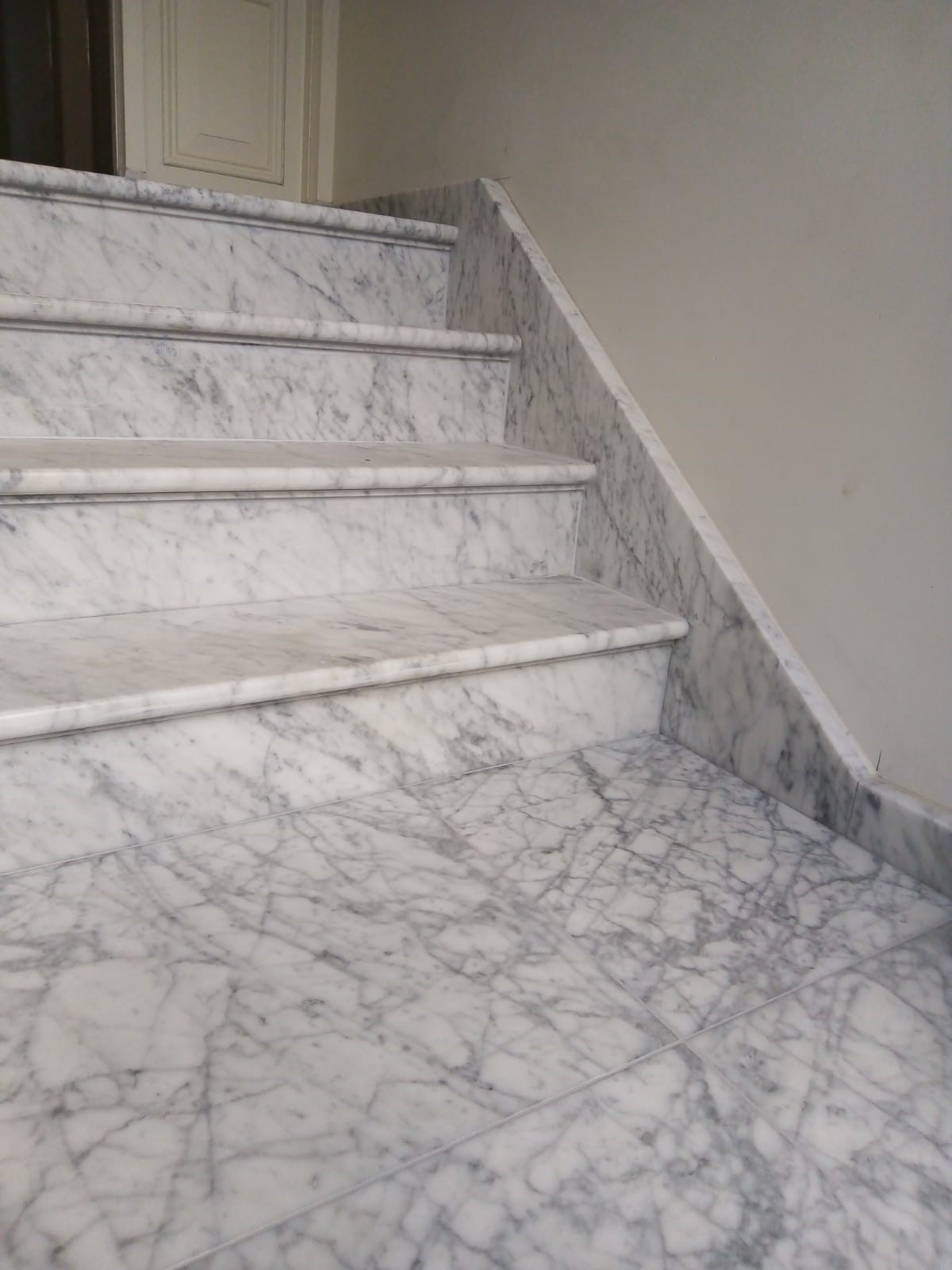 Bianco Carrara trapbekleding